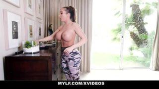 Sexy Entrenadora Fitness Folla con sus Alumnos